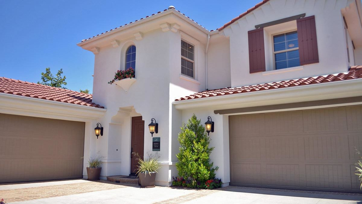buying-and-owning-a-home-in-phoenix-az-has-plenty-of-benefits=rictor-contracting